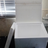 4 Polystyrene six pack coolers with 8 ice packs
