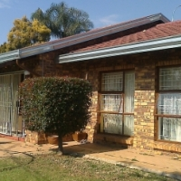 3 Bedroom face brick family home situated in Allens Nek - Occupy 1 October!