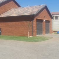 Used, Luxury houses on sale in Karenpark for sale  Pretoria North