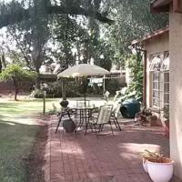 Garden flat to rent in Riviera - N407
