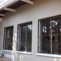 House with garden flat to rent in Capital Park - N432