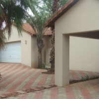 LARGE 4 BED 3 BATH FAMILY HOME IN A SECURE ESTATE CLOSE TO PEACANWOOD COLLEGE