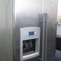 Whirlpool Side by side fridge / freezer