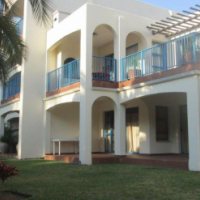 MODERN AND SPACIOUS HOLIDAY APARTMENT FOR SALE IN UVONGO!