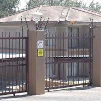 2 Bedroom Apartment Brookside Complex Garsfontein 1 October 2016