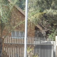 Lock-up & go, Self Catering Bachelor Flat in Centurion