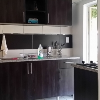 Sunnyside East / Clydesdale. Small, garden flat for rent