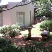 Garden cottage to let.