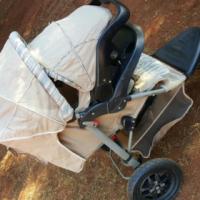 Chelino 3 wheel pram and car seat combo