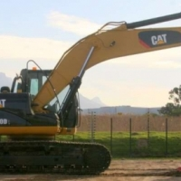 Excavators Caterpillar 320D; Re-Furbished