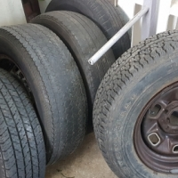 Second hand tyres 5 and 4 rims