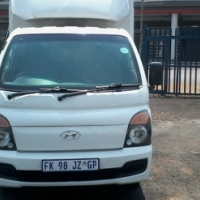 hyundai H100 Model 2013,3 Doors factory A/C And C/D Player