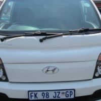 2013 hyundai h-100 bakkie 2.6d chassis cab  2-Doors, Factory A/C, C/D Player, Central Locking, white