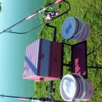 Visvang stand met kas en twee stokke met katrolle asook dips for sale  Moot