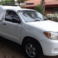 2005 Toyota Hilux 2.0i vvti LWB in Excellent condition with Canopy