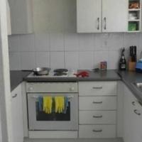 Lyndhurst 2beds, bathroom, kitchen, lounge, 1st floor Rental R5000 Call 011 069-6528 or whats app 07