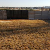 Yards to rent in Pomona, Kempton Park.