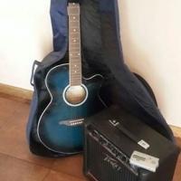Acoustic guitar in sy sak, amp en tuner
