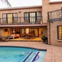 4 bedroom house in Bashee street The Meadows Moreleta Park available 1 October 2016