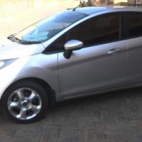 SILVER 1.6 FORD FIESTA - TREND - R100 000