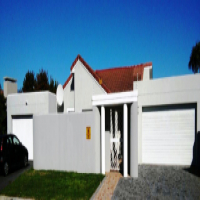 Dual living with a wow factor in central Milnerton