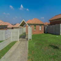2 Bed 1 Bath houses to let close to Bluehills - 1st moth rent free