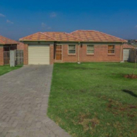 Classy free standing houses to let in Olivenhoutbosch - 1st month rent free