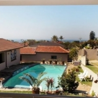A  Sea View 3 Bedroom Home with 2 Bed Cottage and bachelor apartment with pool