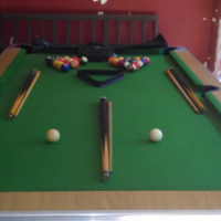 (shoot) pool table