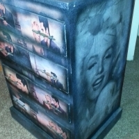 Marilyn Monroe and Elvis Chest with 4 Drawers (640x520x1000)