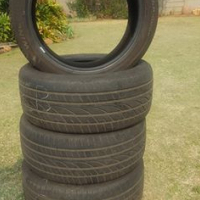 Set of 4 tyres 275/40 R20