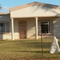 2 BEDR HOUSE TO LET ON PLOT IN WARMBATHS