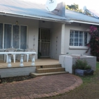 Charming & spacious 4-bed house with pool in Bayswater at great price