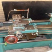 Lathe for sale with 4 and 3 jaw chuck plus center in good condition