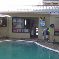 Family home with 3 bedrooms and pool in Gonubie