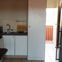 Randburg open plan bachelor flat to let for R4000 near to multichoice 011 069-6528 or whats app 079-