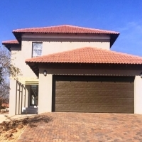 Newly build house in the sought after Pebble Rock Golf estate