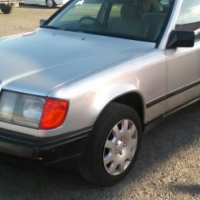 1989 Mercedes Benz 230E on special sale R15000