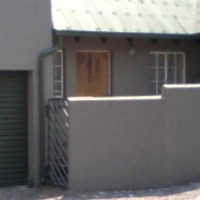 Townhouse in Esther Park Close to Greenstone. 4Km