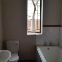 Semi House to let in Springs ext