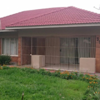 A neat 3 bedroom house in 3 rivers ext 2 Vereeniging for sale.