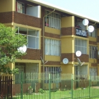 2 Flat with own garage in Windsor for rent : R4950