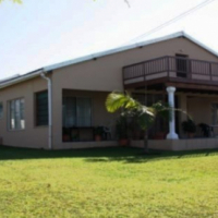 Large 4 Bedroom Home (divided in two) with 2 Bedroom Flat for sale in Port Edward
