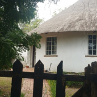 Cottage to rent Chartwell North