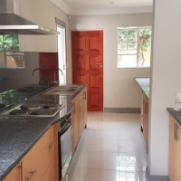 4 bedroom duplex in Santa Anna Equestria available 1 February 2017