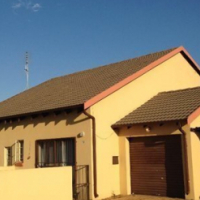 2 bedroom duplex in Justins Place Equestria available 1 February 2017