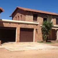Kameeldrift East - Tranquil plot for sale with beautiful, luxorius four bedroom house