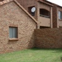 2 bedroom top unit in Olive Grove Mooikloof Ridge Estate available 1 February 2017
