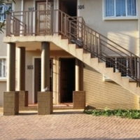 2 bedroom bottom unit in Azalea Court, Die Hoewes available 1 February 2017
