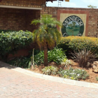 2bed townhouse Mondeor r5000